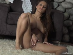 Busty Babe Andie Valentino Works Her Pussy