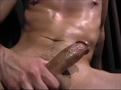 Muscle Man Jerks Off - CUSTOM BOYS