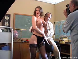 Scenes Sexy Shows video: Sexy MILF behind the scenes shows you how its done