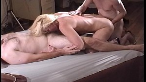 Amateur threesome - Kandi Peach