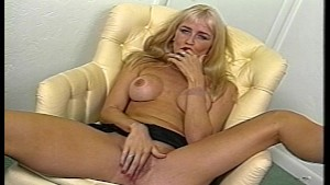 BLONDE LIKES HER OWN PUSSY