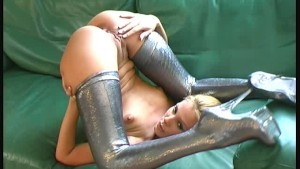 Hot flexi Sandy showing round as