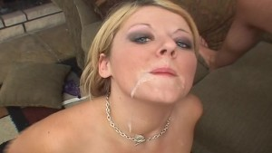 English chick wants it in her mouth