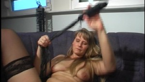 Minding my own buisiness now i m naked (clip)