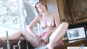 Housewife Water Masturbation Striptease