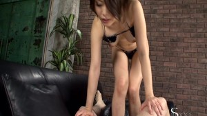 Sexy Asian knows how to use her feet
