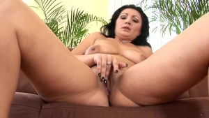 Mature Grace uses a dildo on herself