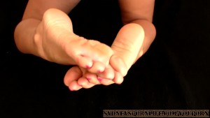 100% HOMEMADE DOGGY FOOTJOB !!