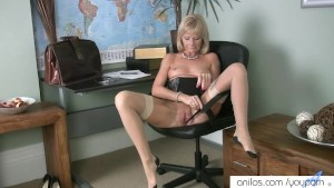 Mature mom first naughty video