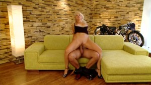 Horny blonde loves the cock - Playvision