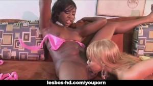 Ebony lesbians fuck with dildo's