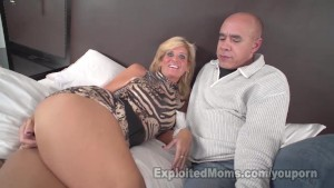Sexy Blonde MILF gets Fucked