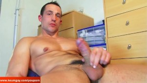 Full video: A real str8 soccer player gets wanked his huge cock by a gay guy !