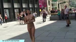 Naked Rihanna has fun on public streets