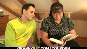 Bookworm chick gets her fat hole pounded