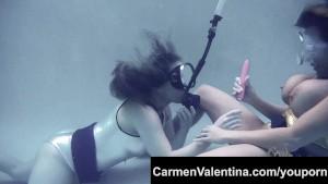 Freaky porn slut Carmen Valentina licks pussy UNDERWATER!