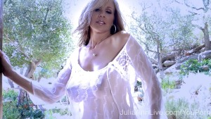 Superstar MILF Julia Ann Shows Off Her Amazing Body!