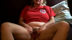 hot eileen sjhows off her pussy