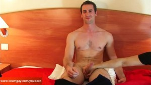 Casting on my bed for this straight guy with big cock !