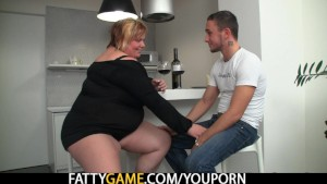 Huge titted plumper picks up him for play