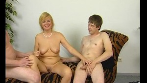 Double teaming this milf - Julia Reaves