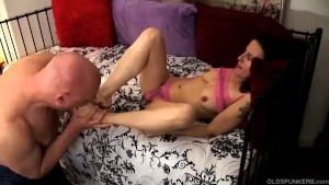 Super sexy slim mature babe is a very hot fuck