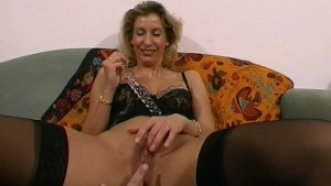 Amateur Milf toys and strokes