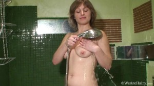 RUSSIAN MILF TAKE A BATH