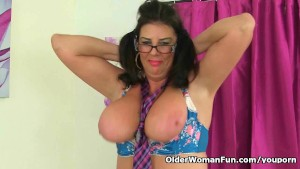British milf Lulu Lush plays with her big tits