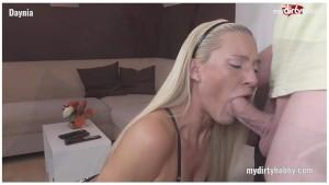 My Dirty Hobby - Amateur Daynia bekommt zwei volle Mundladungen