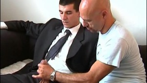 A real str8 vendor gets sucked his huge cock by a guy!