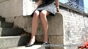 teen fashion model upskirt no panties