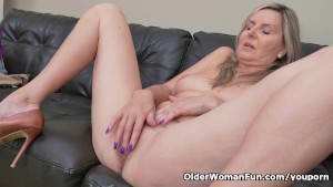 Blonde milf Velvet Skye drips her pussy juice on the couch