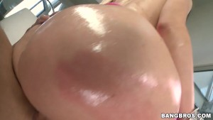 Perfect Round Ass On This White Girl! pwg11138