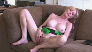 Suck and Fuck For MILF Step Mom Melanie