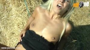 PornMe - Blondine bei geilem Outdoor-Fick mit Fremdem