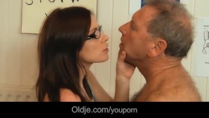 young doctor banging and sucking old patient penis with her glasses on – TEATERBOKEP.COM
