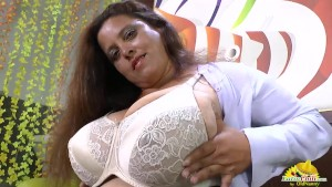 LatinChili Big titted latin mature does striptease