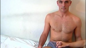 Sylvain, A innocent delivery guy serviced his big cock by a guy!