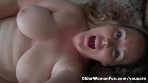 American milf Jewels Carter needs getting off