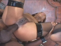Fit black chick gets her ass reamed out by giant black wonder worm
