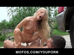 BLONDE YOUNG NATURAL-TIT DAUGHTER SQUIRTS AFTER S