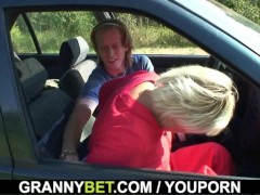 80 years old bitch gets screwed in the car