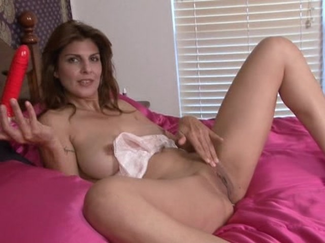 naked amature milfs masturbating