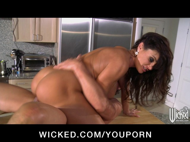 It invites milf is aware of the young man of lust 2