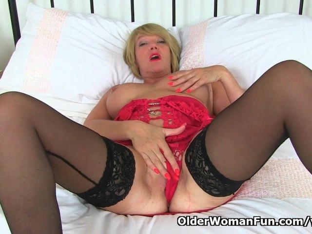 image British milf amy loves that stuffed feeling