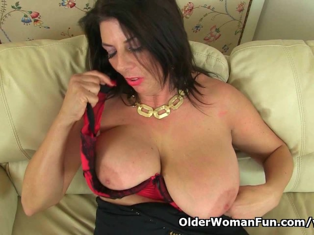 English milf ellen works her fabulous fanny with her fingers 7