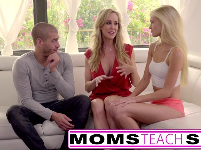 Mamusia uczy córeczkę pieprzenia i ostrego sexu