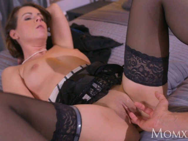mom-mature-housewife-in-stockings-squirting-after-blowjob-and-deep-fuck