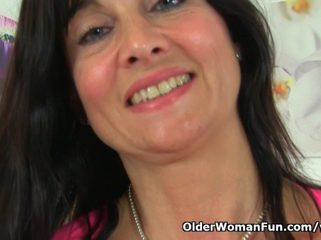 image British milf lelani plays with new sex toy